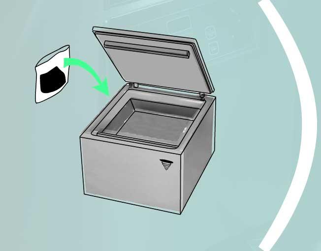 Положить продукт в вакуумный упаковщик